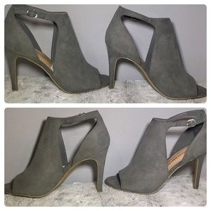 Christian Siriano Shoes - 🆕NWT Ivy Hooded Peep-Toe Pump Christian Siriano